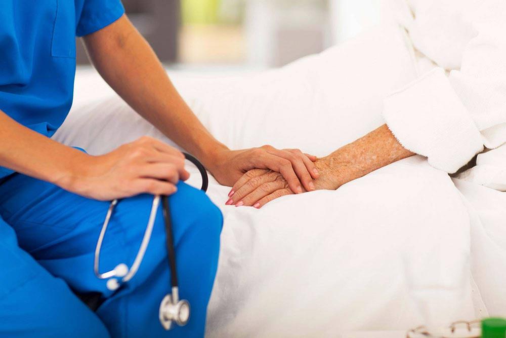 مراقبت در منزل از بیمار مبتلا به سرطان